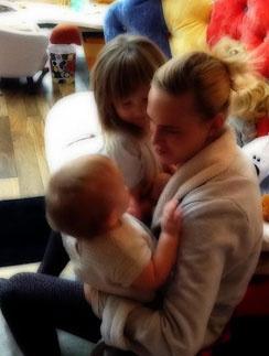 ... но и счастливая мама двух очаровательных дочек