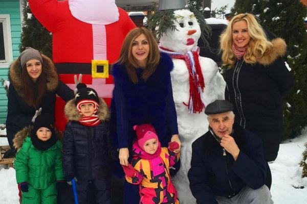 """Экс-участница """"Дома-2"""" привыкла в Рождество собирать всю семью за праздничным столом"""
