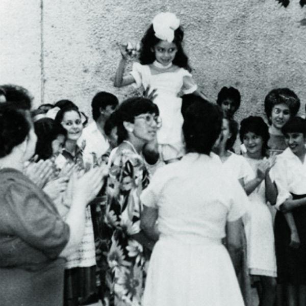 Будущая звезда родилась в Ташкенте и там же получала среднее образование