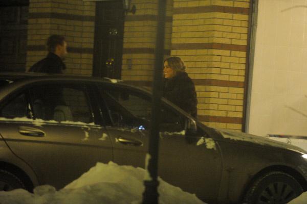 Николай приехал, чтобы встретить возлюбленную и вместе отправиться в ресторан