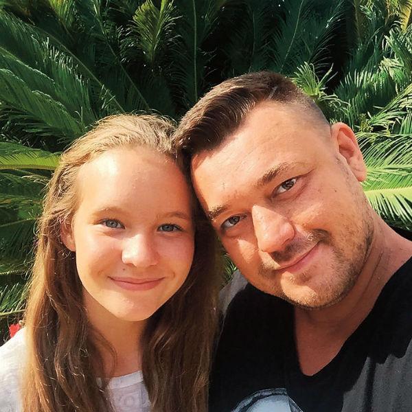 Старшая дочь певца Александра живет в Америке