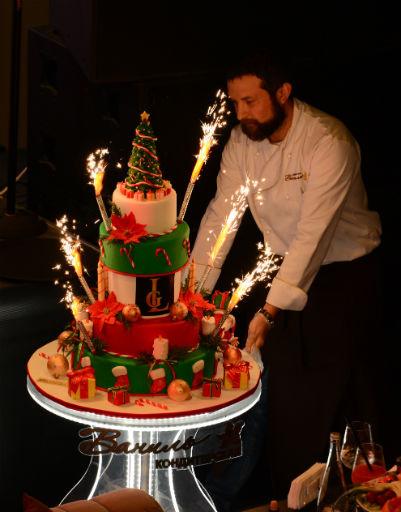Гости остались в восторге от праздничного торта