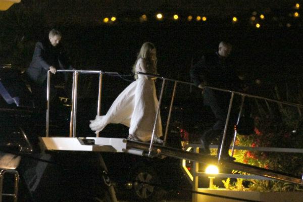 Для церемонии бракосочетания певица выбрала классическое платье белого цвета
