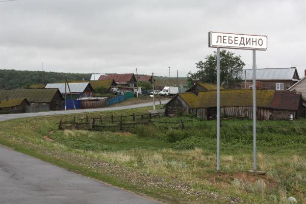 Село находится в 120 километрах от Казани, в нем около 500 жителей