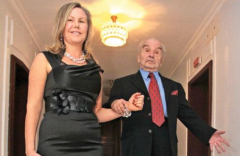 Бесплатное видео с кем иизменяют богатые русские жены своим мужьям фото 299-6