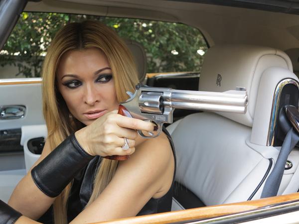 «Впервые деражла в руках настоящее оружие», - призналась певица