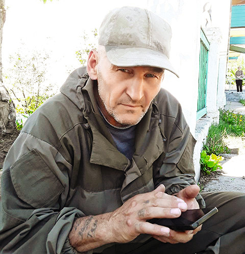 «На мне были куртка, брюки, свитер, ботинки да шапочка. Обычные, не утепленные — я же не собирался там зимовать», — говорит Владимир