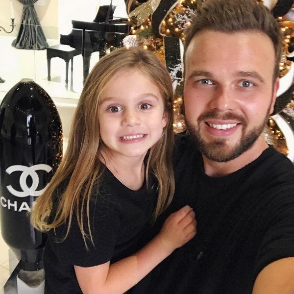 Дочь Анны Моника с отцом