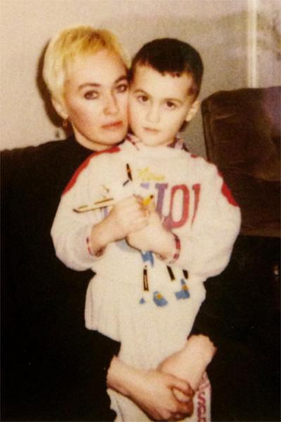 Лариса Гузеева с сыном Георгием много лет назад