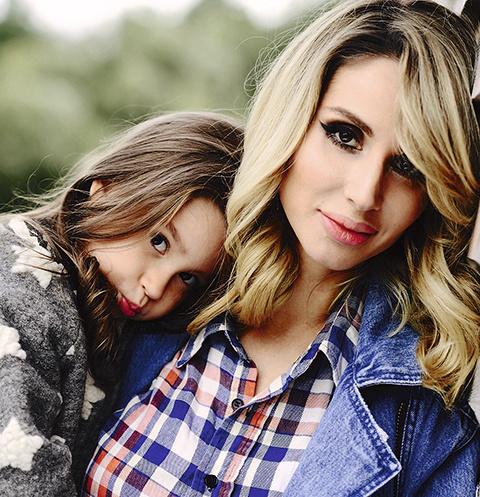Дочь артистки Евангелина мечтает о сестренке