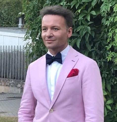Александр Олешко встречается смолодой художницей