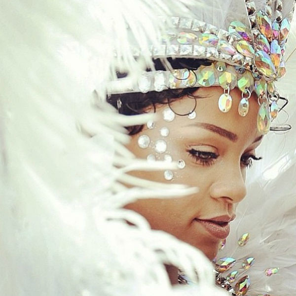 Для карнавала Рианна выбрала поистине королевский наряд