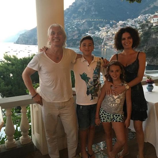 Дмитрий Хворостовский с женой и детьми