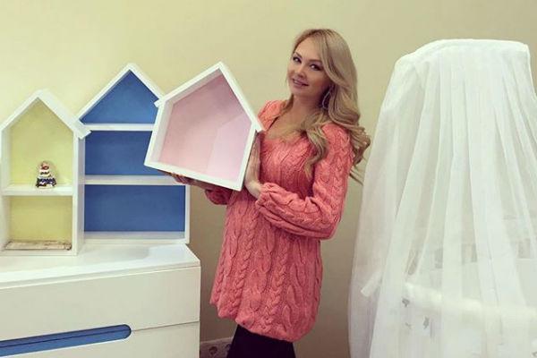 Дарья выбрала для малыша белый комод с цветными полками