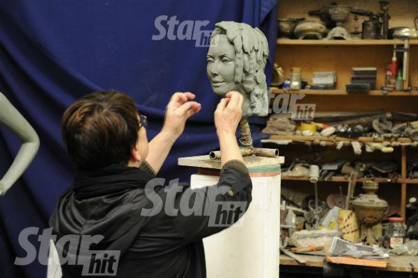Ольга Владимировна лично контролирует процесс создания памятника