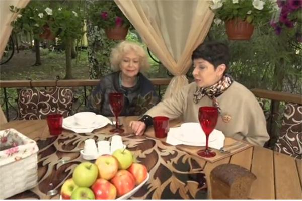 Светлана Немоляева и Наташа Барбье в новой беседке актрисы