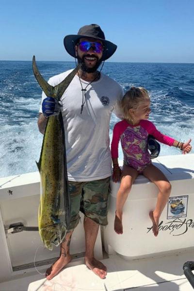 Алиса вместе с папой даже ходила на рыбалку