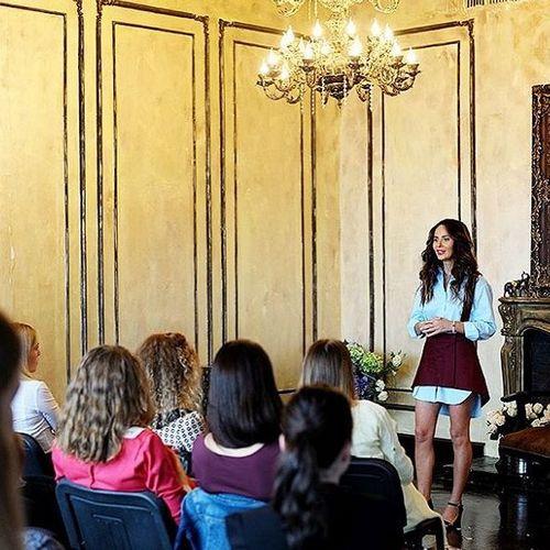 Саша Зверева во время своей лекции в Перми