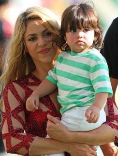 Шакира с сынишкой Миланом на закрытии ЧМ-2014