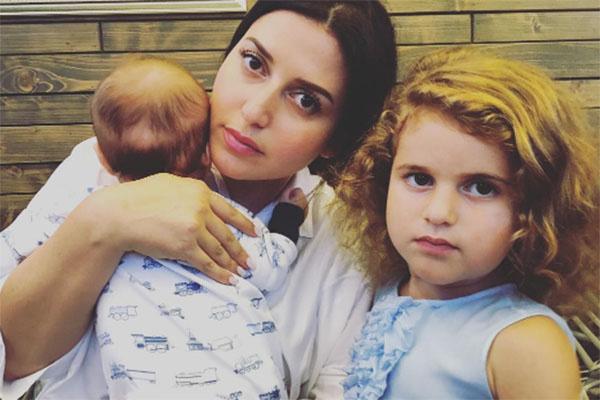 Жасмин с сыном Мироном и дочкой Маргаритой