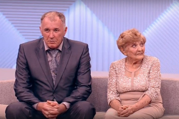 Владимир помогает Марии Шумской