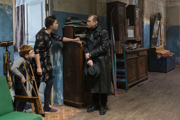 В сериале «Домашний арест» актриса сыграла учительницу, живущую в коммунальной квартире