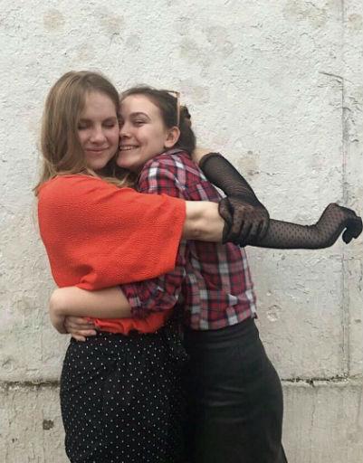 Дочь Ивана Охлобыстина Варвара (слева) с подругой
