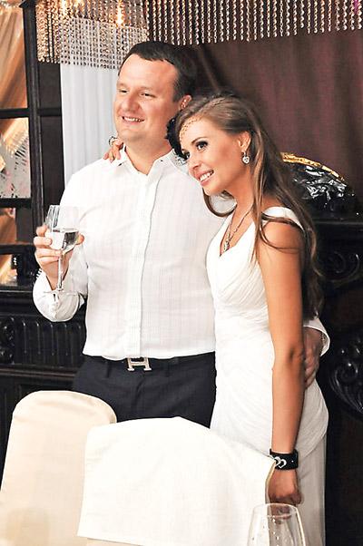 Юлия с возлюбленным Игорем на праздновании своего дня рождения в 2012 году