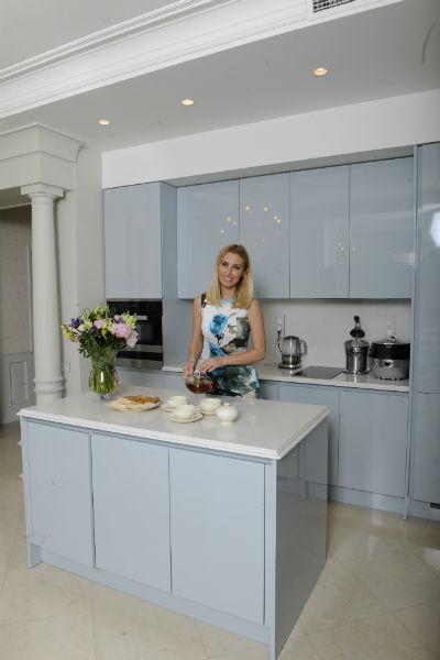 Звезда любит проводить время на кухне