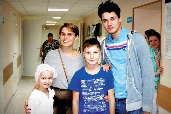 Иван и его однокурсница Дарья Мельникова на благотворительной акции фонда «Подари жизнь»