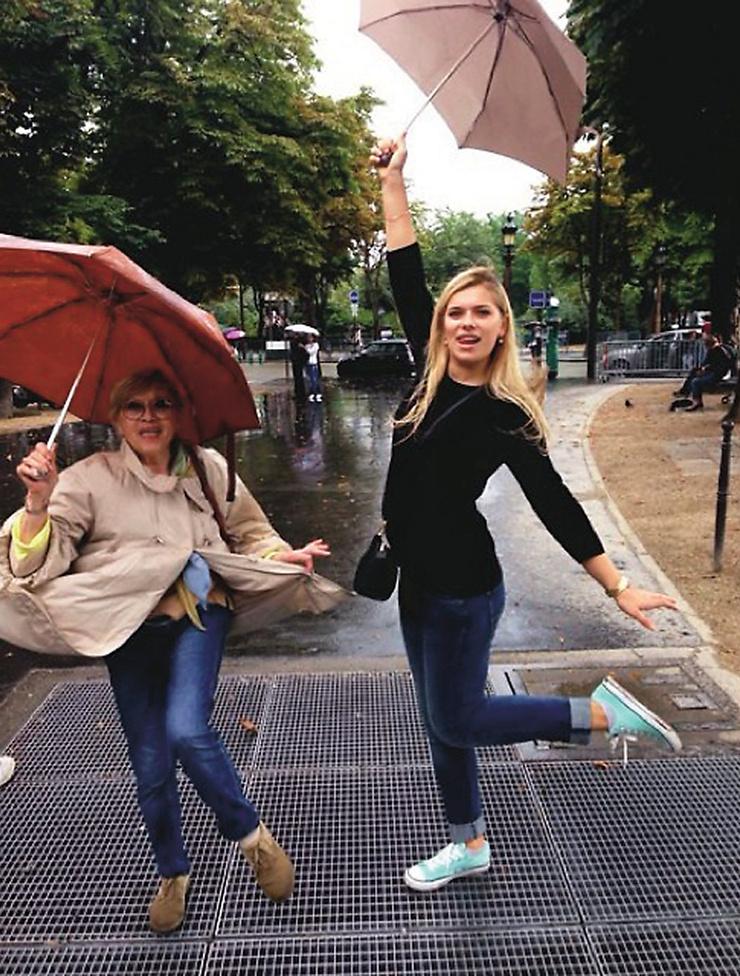 Алиса Фрейндлих и ее внучка Анна отметили в Париже День взятия Бастилии