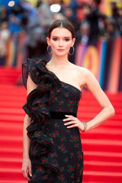 Паулина Андреева отдала предпочтение неброскому макияжу