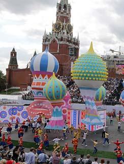 Красочное шоу на Красной площади