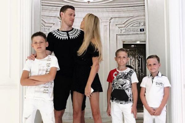 Сейчас у супругов трое детей