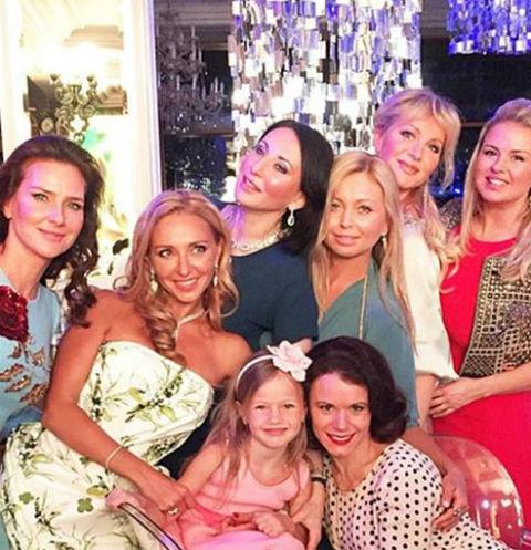 Татьяна Навка собрала на праздник близких друзей