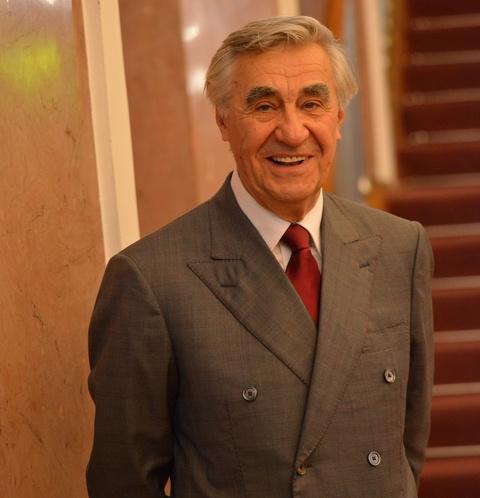Актер фильма «Экипаж» Анатолий Васильев показал ремонт в однокомнатной квартире