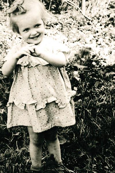 Лайма родилась 31 марта 1954 года в латвийском городе Цесис, но вскоре ее семья переехала в Ригу