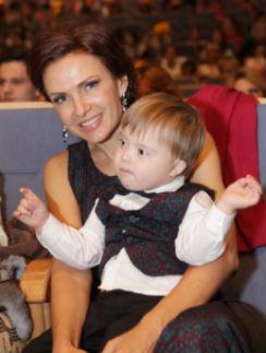 Эвелина Бледанс с сыном Семеном