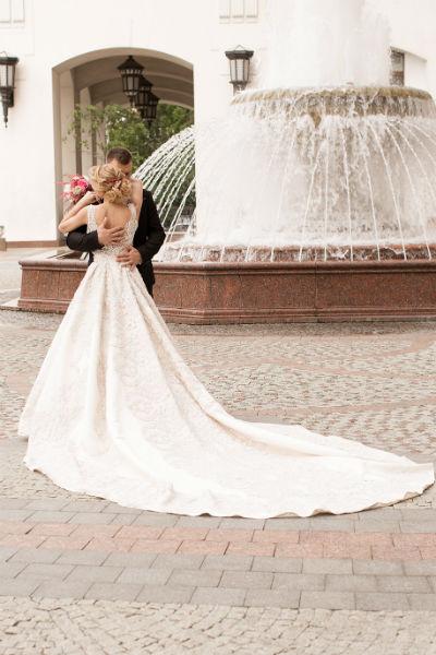 Пара отпраздновала свадьбу в узком кругу друзей