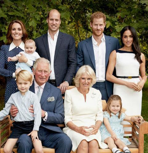 Опубликована новая официальная фотография королевской семьи Великобритании