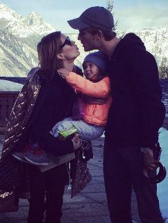 Виктория Боня с мужем и дочерью на отдыхе в Куршевеле