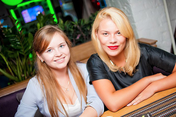 Актриса Полина Гренц (слева)