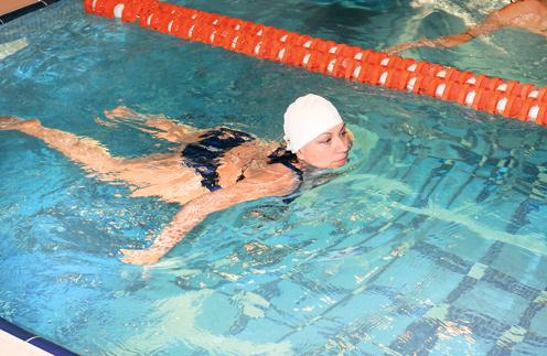 Роза Сябитова: даже в бассейне я плаваю под присмотром инструктора