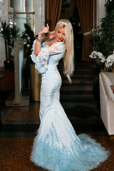 Алена сама разработала дизайн платья