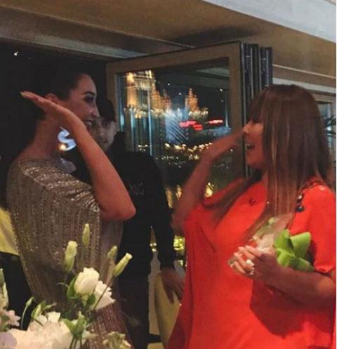 Анита и Ольга поздравляют друг друга с победой на премии