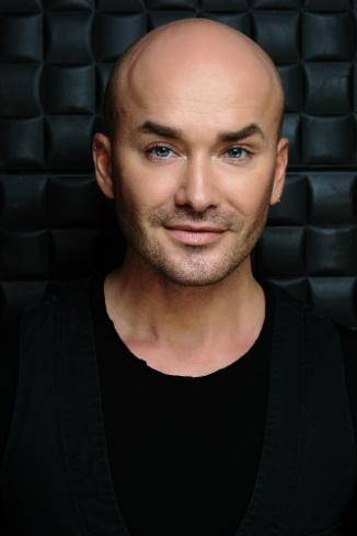 Владимир Калиничев, официальный визажист Max Factor в России
