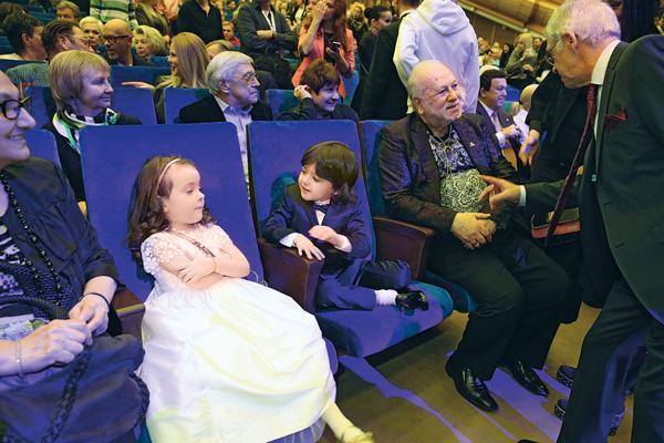 У Аллы-Виктории, Мартина и их дедушки Бедроса Киркорова были самые почетные места