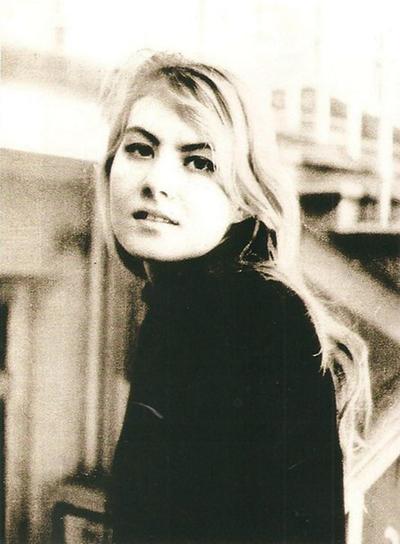 Рената была одной из самых красивых девушек института. 1-й курс, 1984 год