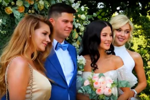 На свадьбу Анастасии и Кирилла были приглашены коллеги невесты по группе «ВИА Гра»