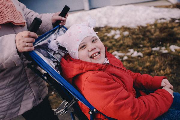 Оля родилась раньше срока - весом 1,37 кг и ростом 39 сантиметров. Врачи поставили диагноз ДЦП